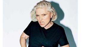 Ona nigdy się nie zmieni! Kultowa Blondie w nowej sesji