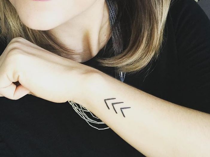 Tatuaż W Formie Trzech Strzałek Symbolem Wsparcia Noizz