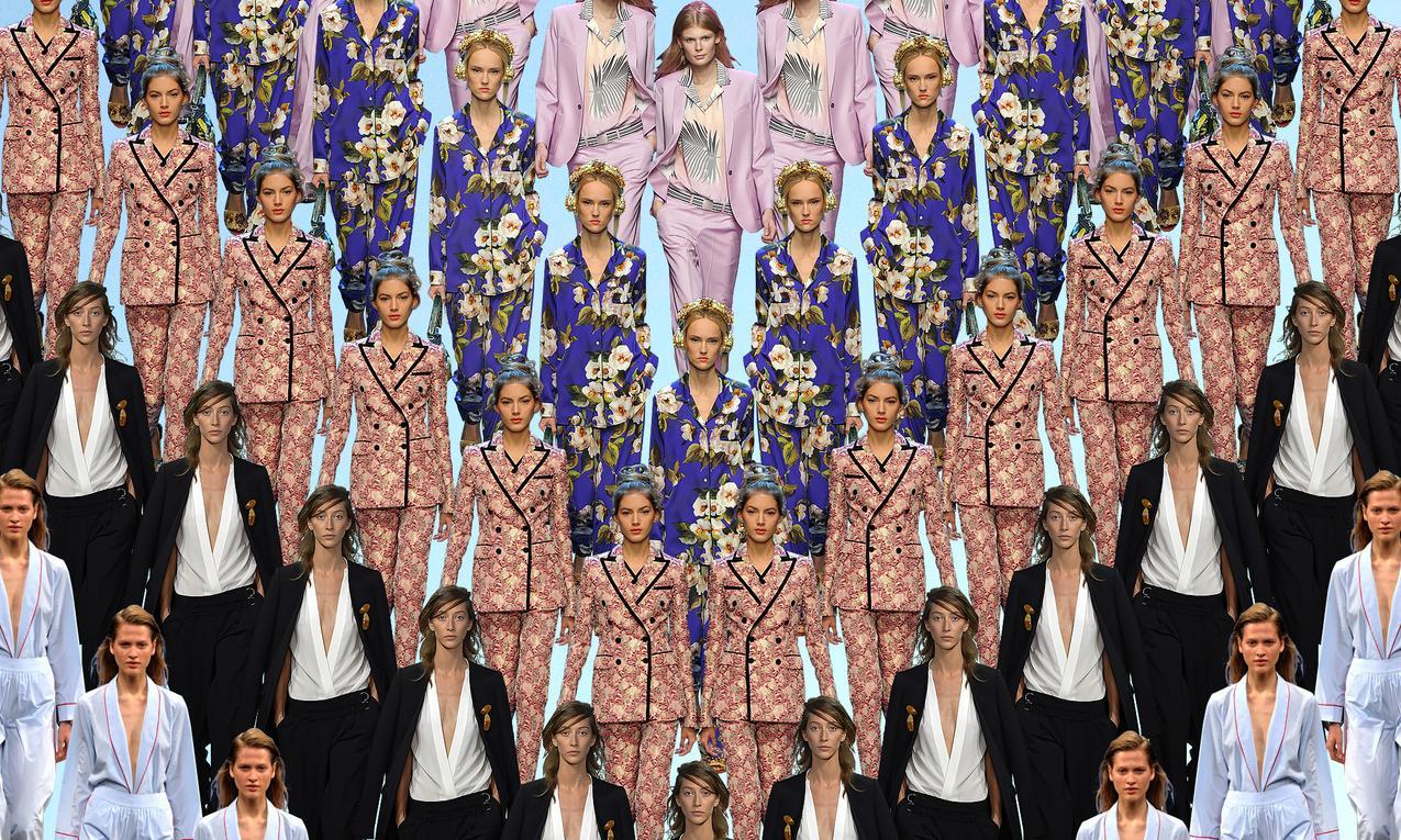 Męski garnitur w damskiej szafie