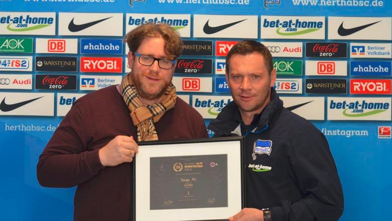 Szöllősi György adta át Dárdai Pálnak a díjat / Fotó: Arne Werner, Hertha BSC