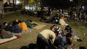 SPAVAONICA KOD EKONOMSKOG Migranti opet noće u parku, evo kako se uspavljuju
