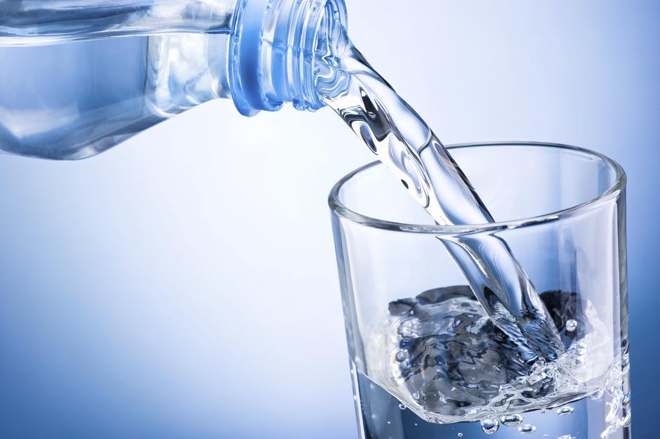 Pij co najmniej 1,5 litra wody dziennie