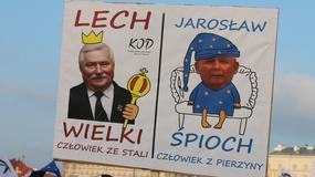 """""""Naród podzielony działa na żetony"""". Transparenty na marszu KOD"""
