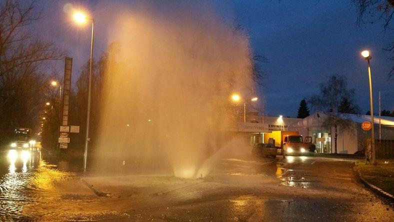 Gejzírként tört fel a víz Csepelen / Fotó: Csepel.info