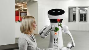 Robot Care-O-bot zwiększa swą funkcjonalność