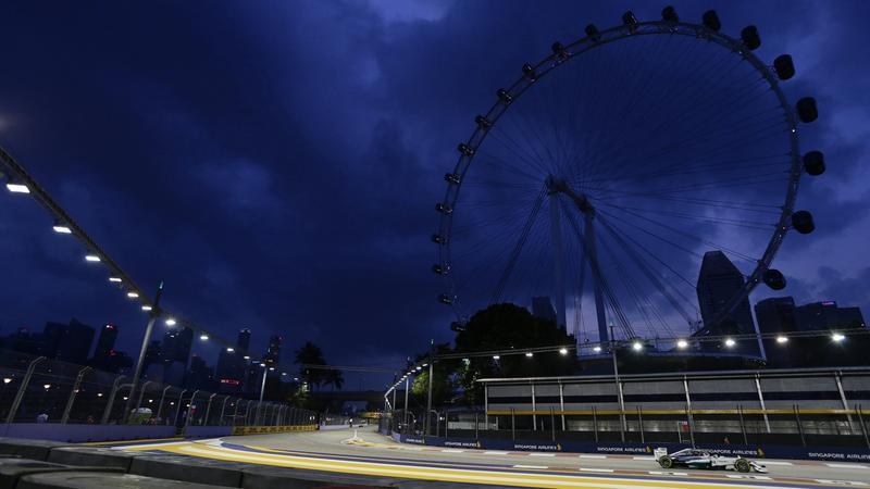 Lewis Hamilton na torze w Singapurze