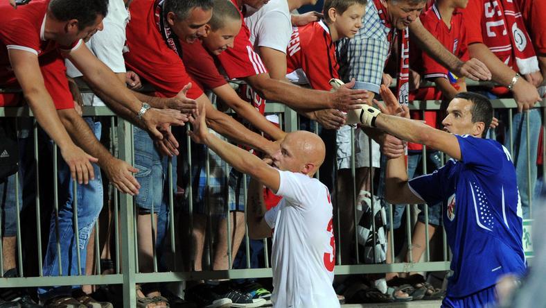 Novakovics (kékben) a FIFA-hoz fordult / Fotó: AFP