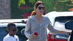 Sandra Bullock na spacerze z synkiem. Bardo rośnie jak na drożdżach!