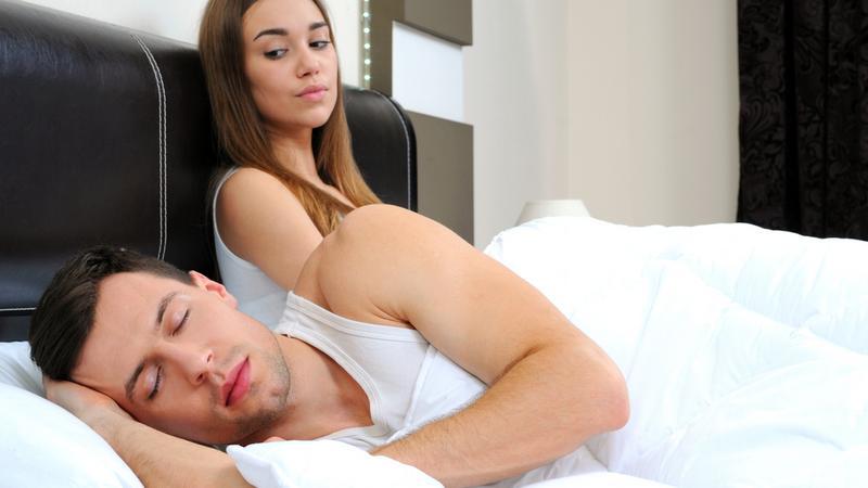 Dlaczego mężczyźni unikają seksu - najczęstsze powody: stres, lęk ośmieszeniem się lub przed ciążą, małe potrzeby