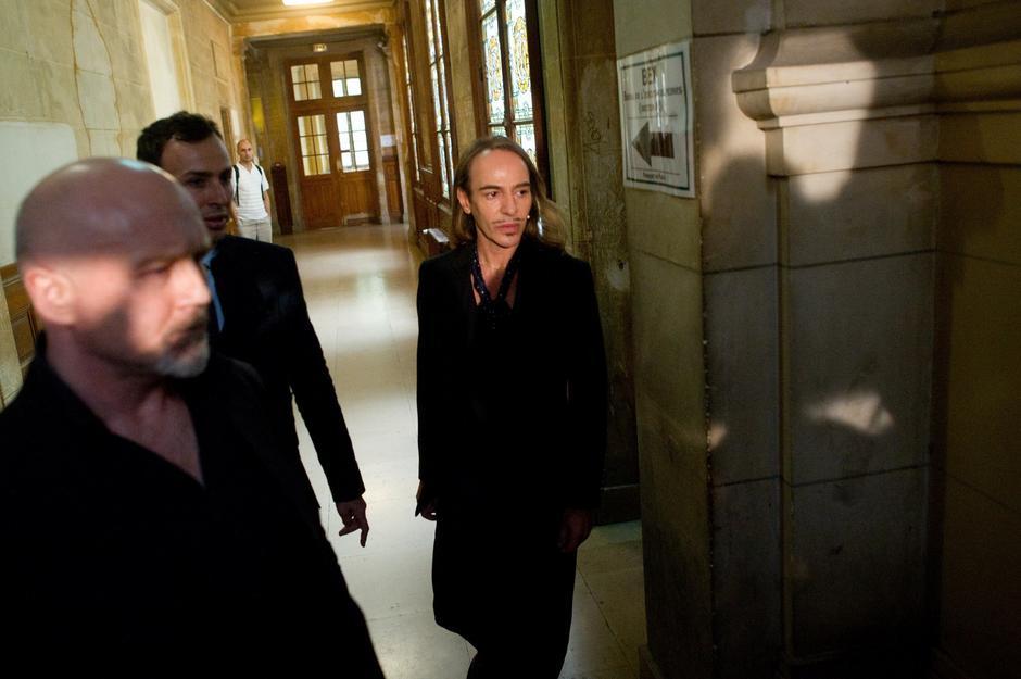 John Galliano w sądzie w Paryżu