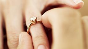 Jak kupić pierścionek zaręczynowy?