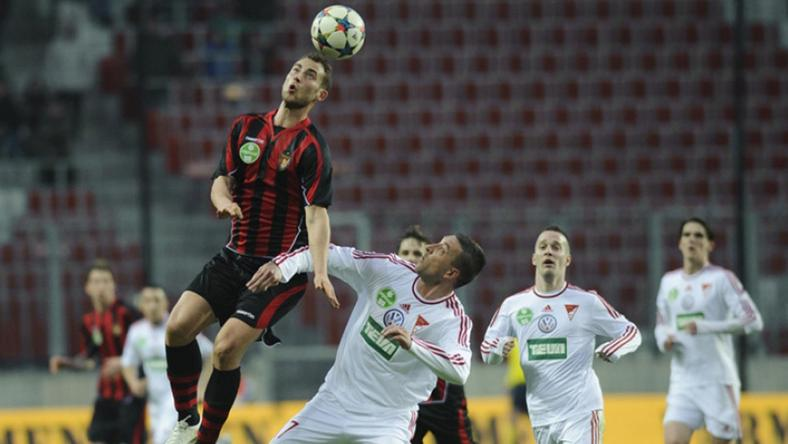 Eppel Márton (balra) kétszer is a Debrecen kapujába talált, remeklésének köszönhetően simán győzött a Honvéd /Fotó: dvsc.hu