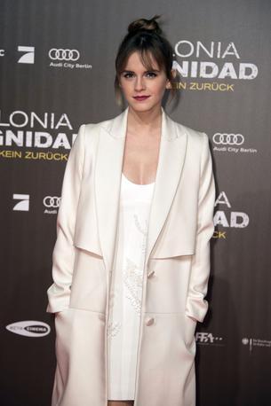 Best Look: Emma Watson w płaszczu Behno
