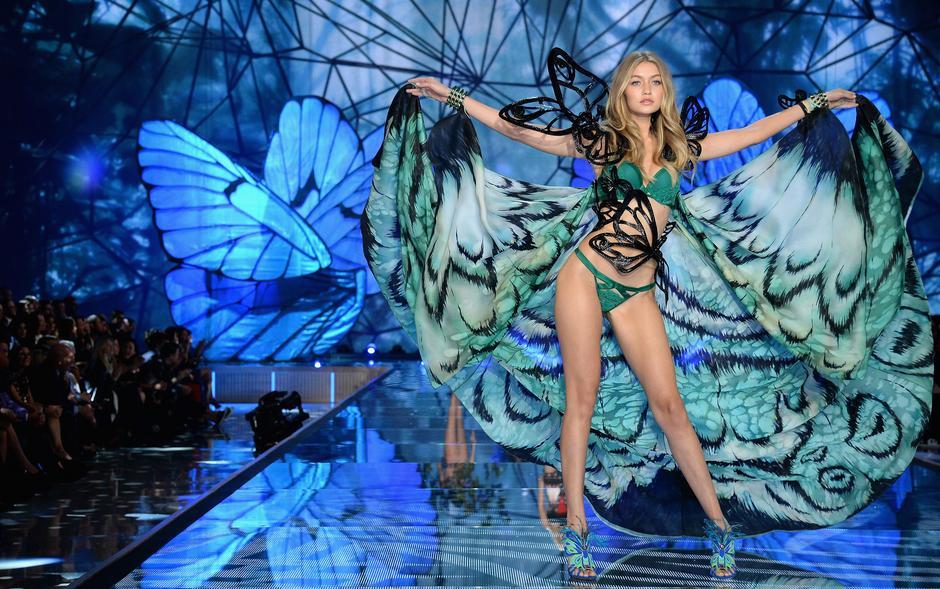 Gigi Hadid na wybiegu Victoria's Secret 2015