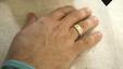 Amikor a gyűrűre pillant tudja, örökre vele van élete szereme.