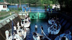 Ratownicy oznakowali niebezpieczne miejsca na jeziorach