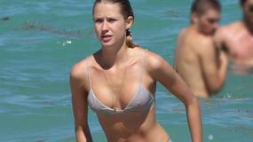 Prześwitujące bikini modelki. Czy to dobry pomysł?