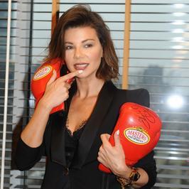 Edyta Górniak pokazała dekolt na konferencji gali Boxing Night 12