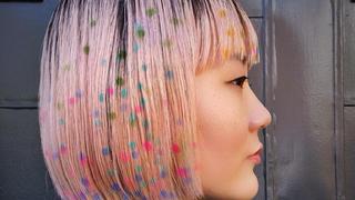 Kolorowe wzory na włosach