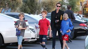 Julia Roberts z trójką swoich dzieci na spacerze