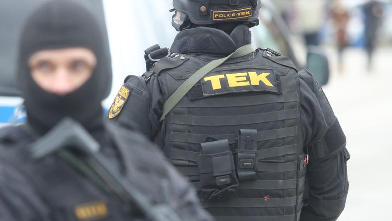 Ilyen fekete egyenruhában csaptak le a kommandósok Kiskunhalason / Fotó: RAS ARCHIV