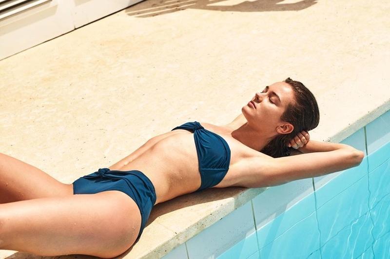 Monika Jagaciak w stroju kąpielowym