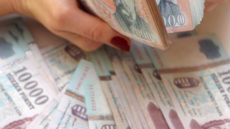 310,18 forintot fizettek este egy euróért