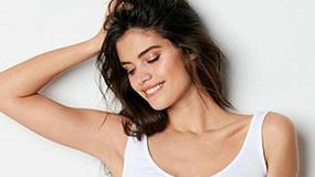 """Piękny """"aniołek"""" Victoria's Secret w kampanii bielizny. Co za ciało!"""