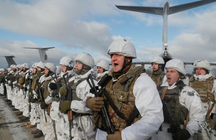 Keletre induló ukrán katonák / Fotó: MTI Szerhij Dolzsenko
