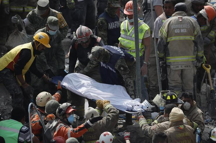 A katasztrófa utáni mentés/ Fotó: MTI