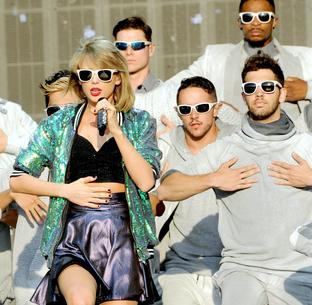 Best Look: Taylor Swift w bomberce Jaded London