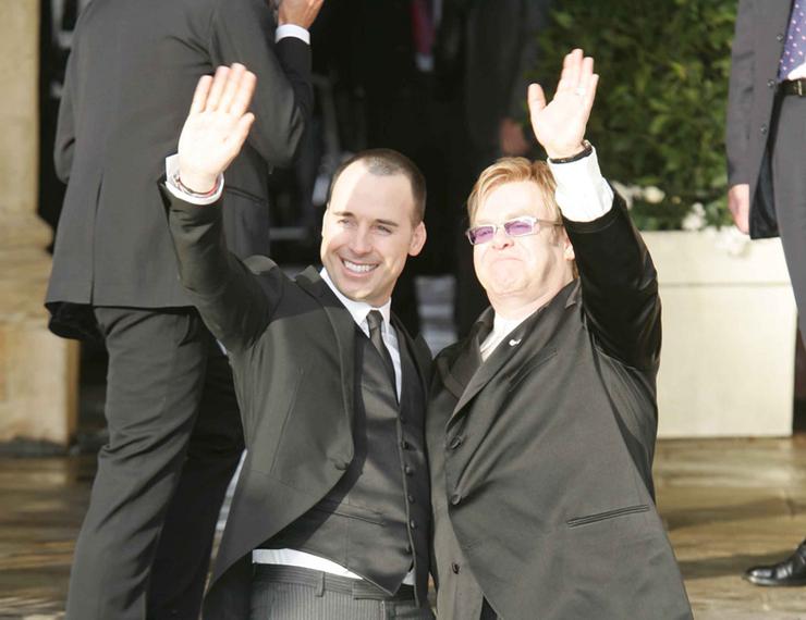 Elton Jonh és párja.