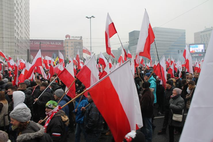 http://warszawa.onet.pl/polska-bastionem-europy-marsz-niepodleglosci-w-warszawie/kn0jfd