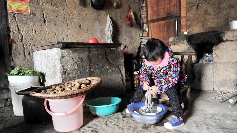 Miaomiao hétévesen kell, hogy ellássa teljes körűen a háztartási munkákat /Fotó: Puzzlepix