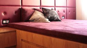 Sypialnia w bordowym kolorze