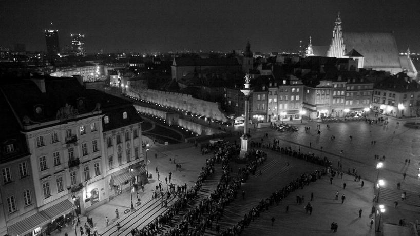 Kilometrowa kolejka do Pałacu Prezydenckiego