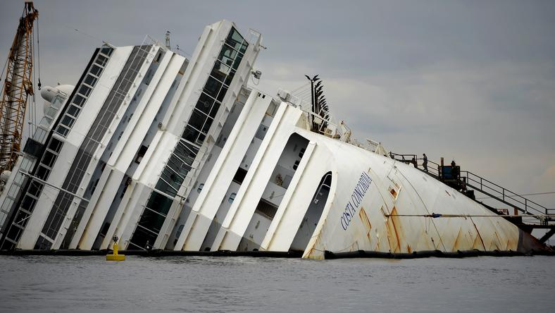 A hajó oldalán hatalmas lyukat ütött egy felszín alatti szikla/Fotó-AFP