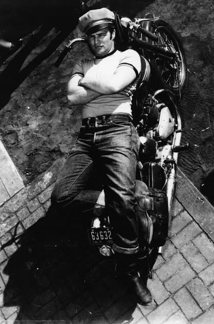 """Marlon Brando w filmie """"Dziki"""", 1953 rok"""