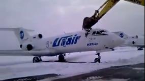 Zniszczył samolot... koparką