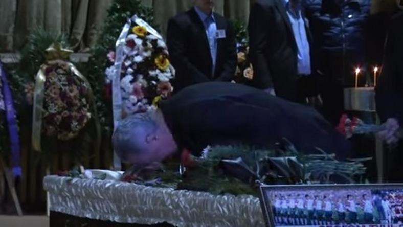Sztoicskov megcsókolta elhunyt barátját/Fotó: Youtube