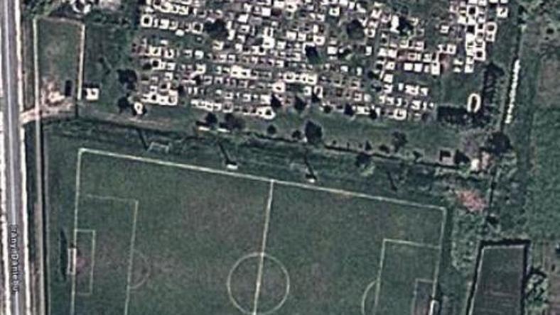 Trapéz pályán fociztak Gönyűn