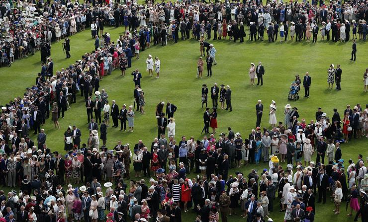 A Buckingham palota kertjében gyűltek össze / Fotó: MTI - Frank Augstein