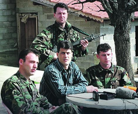 Hašim Tači kao politički komesar iz vremena ilegalne Oslobodilačke vojske Kosova