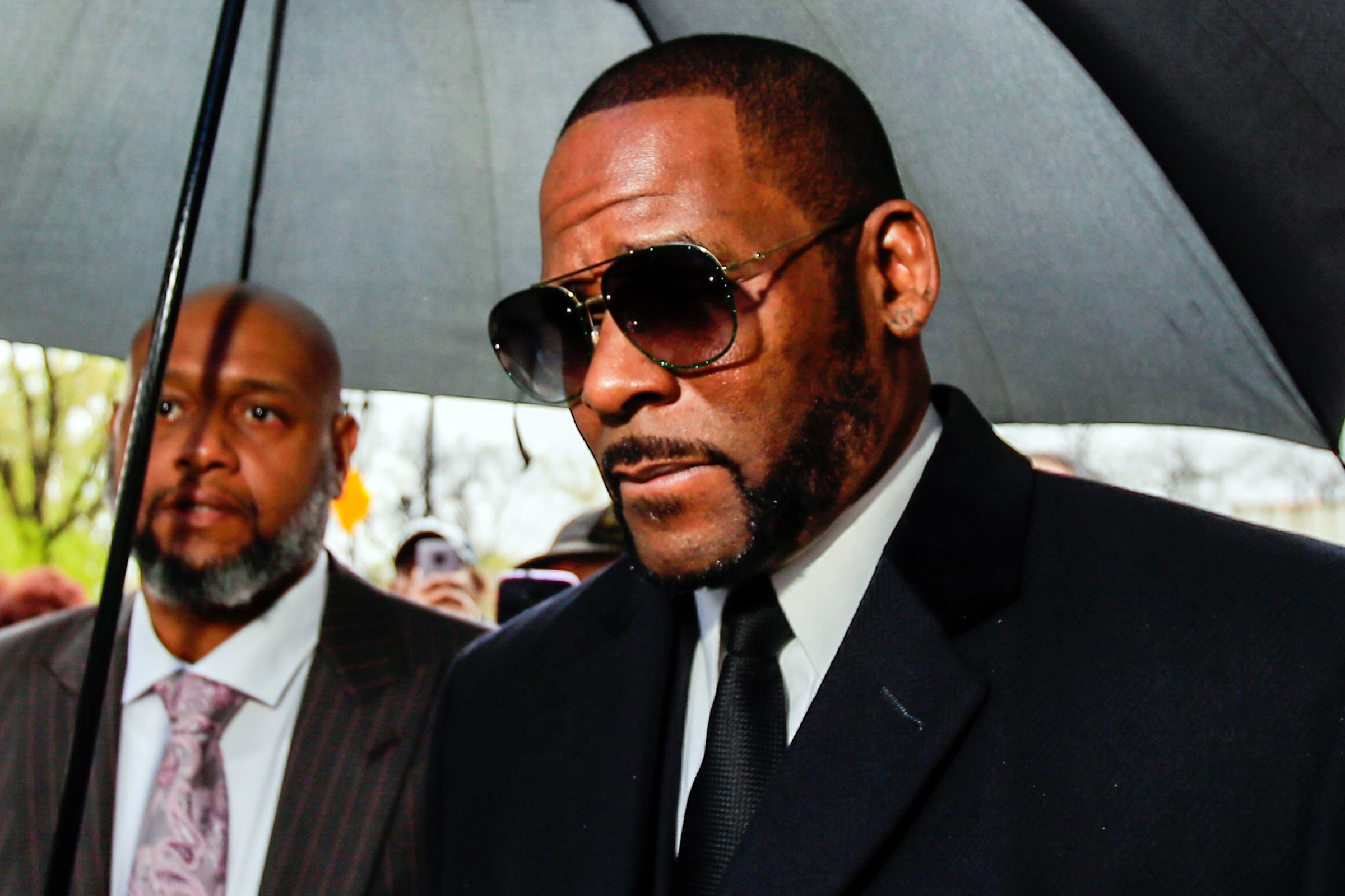fb1ea5607287438b941b4d31bc7b7142 - R.Kelly's arrest warrant issued in Minnesota, currently in Chicago prison