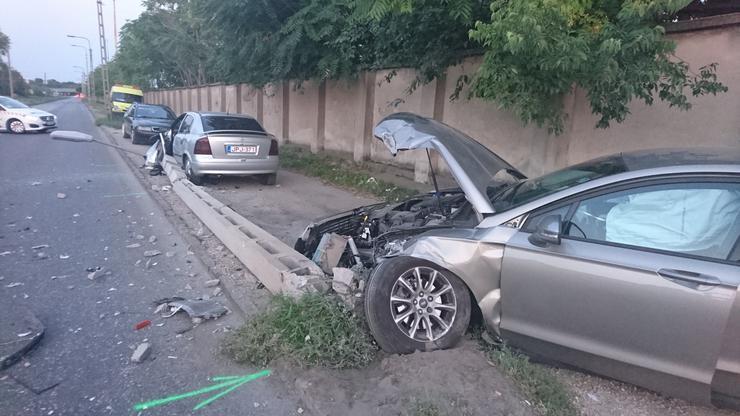 Az elsődleges információk alapján a balesetben kettenmegsérültek./Fotó: Blikk