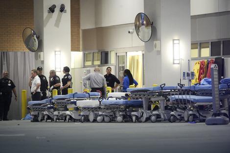 Marten je u napadu ubio 50 osoba, a ranio još 53. Otvorene su linije za pomoć svima koji ne mogu da stupe u kontakt sa svojim bližnjima koji su bili u klubu