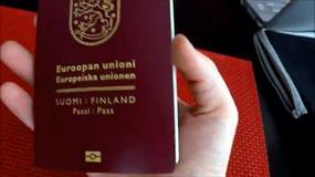"""Finlandia: nowe paszporty z """"biegnącym"""" łosiem"""