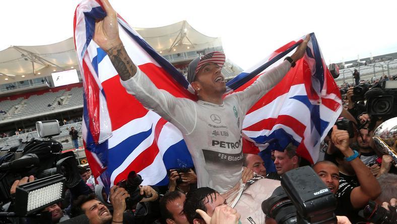 Lewis Hamilton 2008-ban, 2014-ben és 2015-ben nyert vb-t. Arra készül, hogy idén is ünnepelhet/ Fotó: AFP