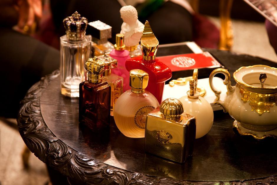 Perfumy w perfumerii Missala (fot. Marek Pietroń/VUMAG)