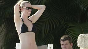 Piękniejsza połowa gwiazdy MU w bikini na plaży